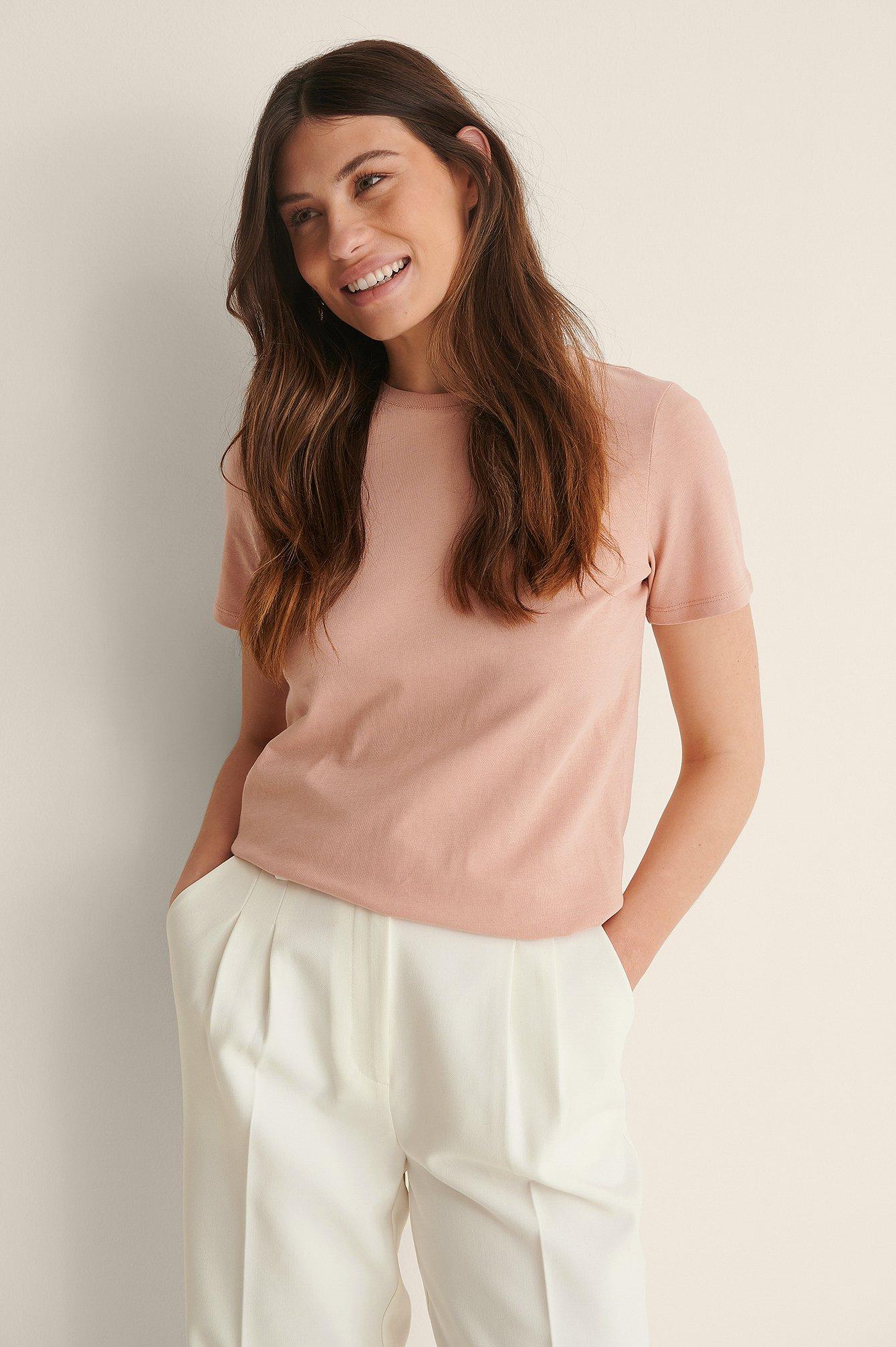 na-kd basic -  T-Shirt Mit Rundem Ausschnitt Aus Bio-Baumwolle - Pink