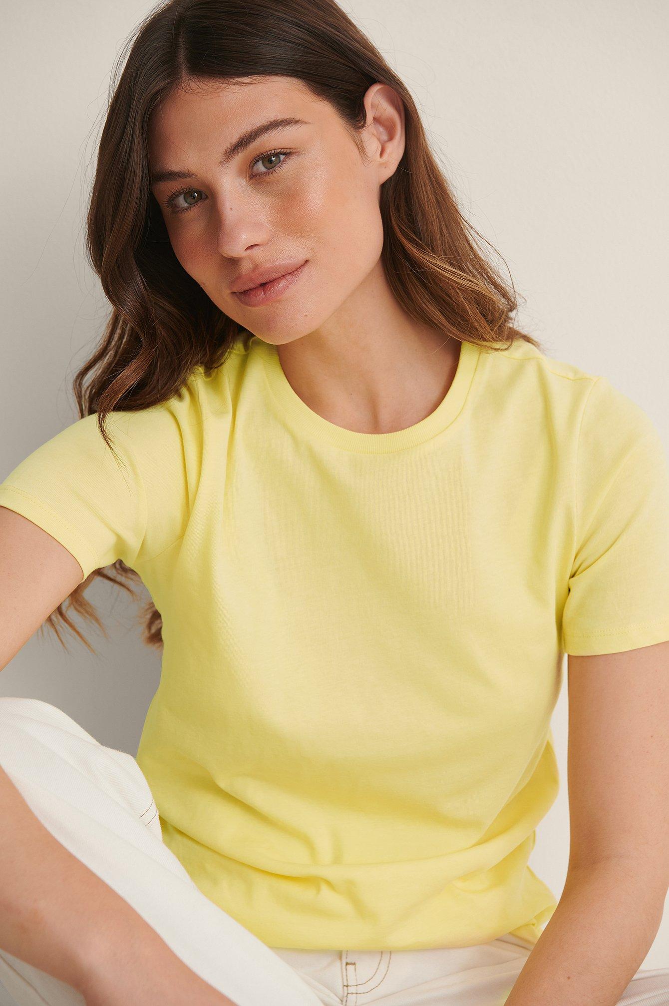 na-kd basic -  T-Shirt Mit Rundem Ausschnitt Aus Bio-Baumwolle - Yellow