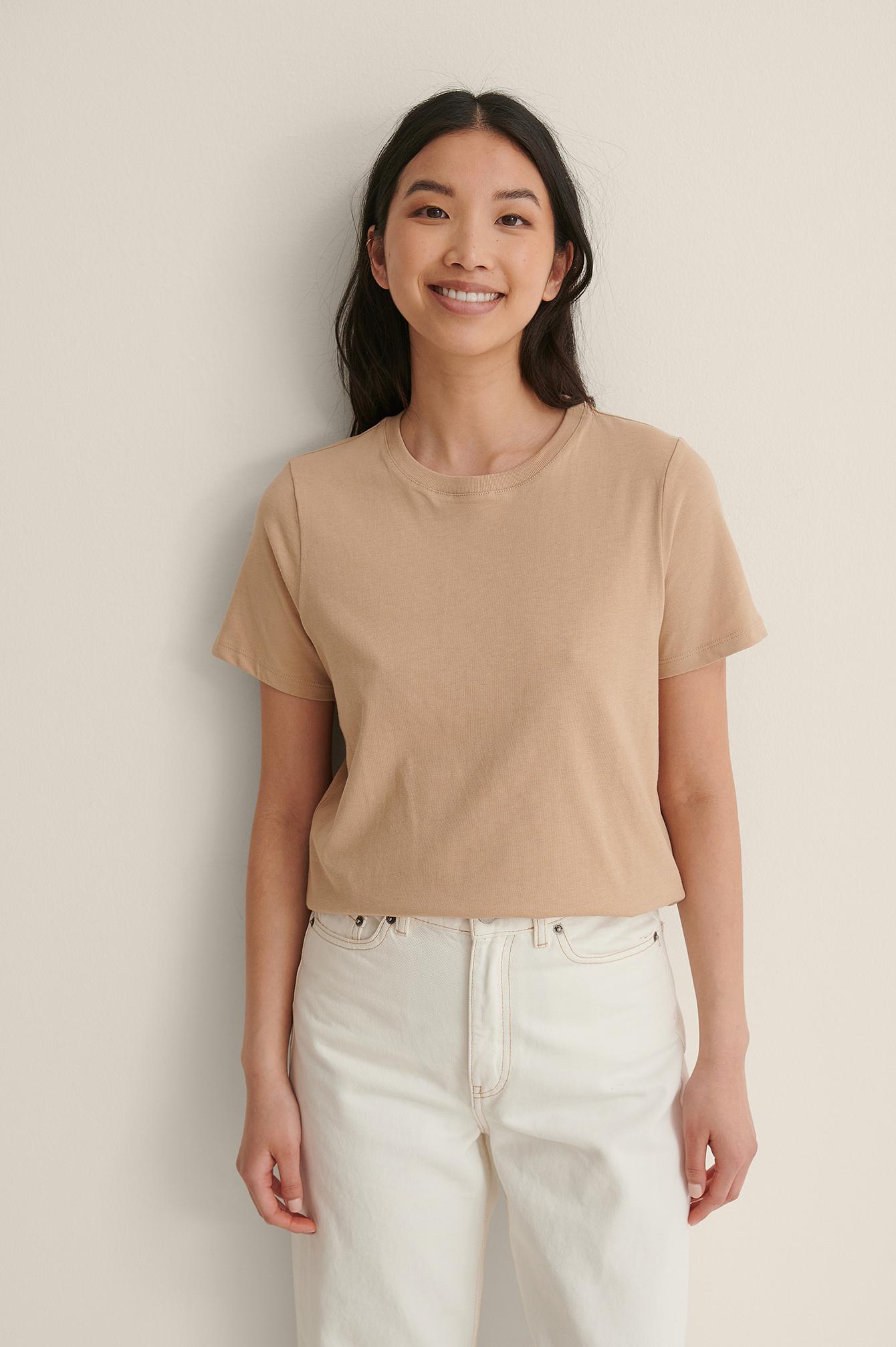 na-kd basic -  T-Shirt Mit Rundem Ausschnitt Aus Bio-Baumwolle - Beige