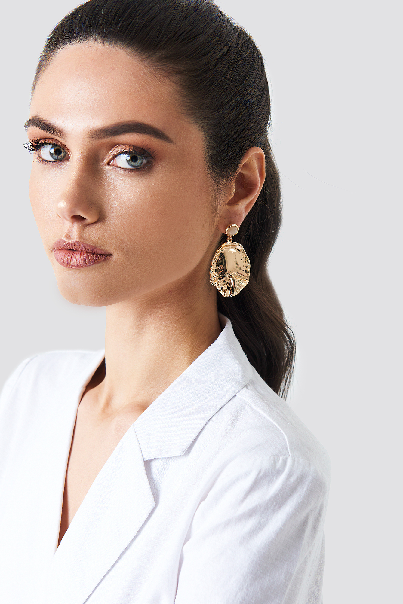 na-kd accessories -  Round Structured Leaf Earring - Gold