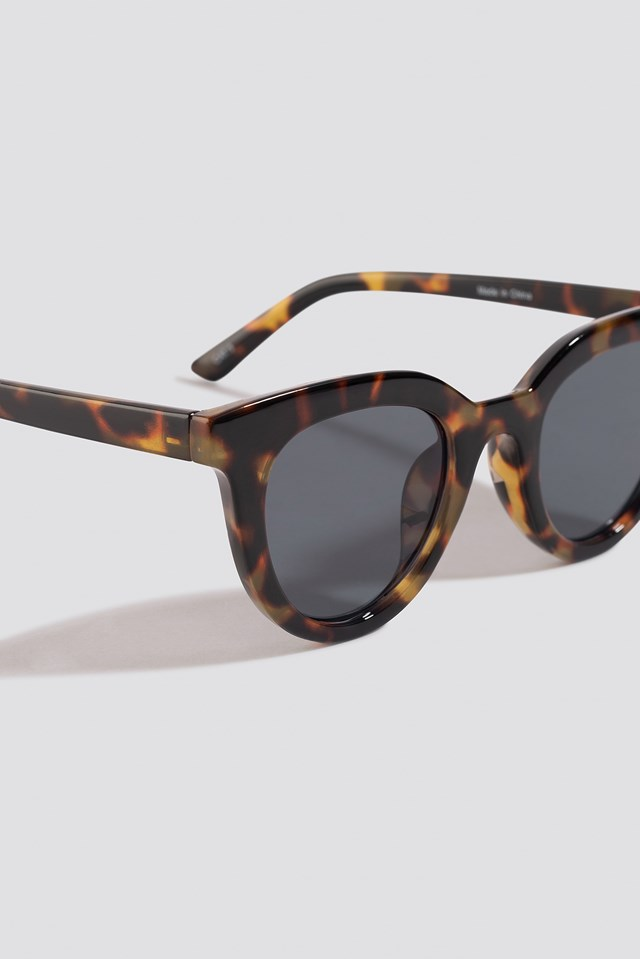 Rounded Top Edge Sunglasses Tortoise