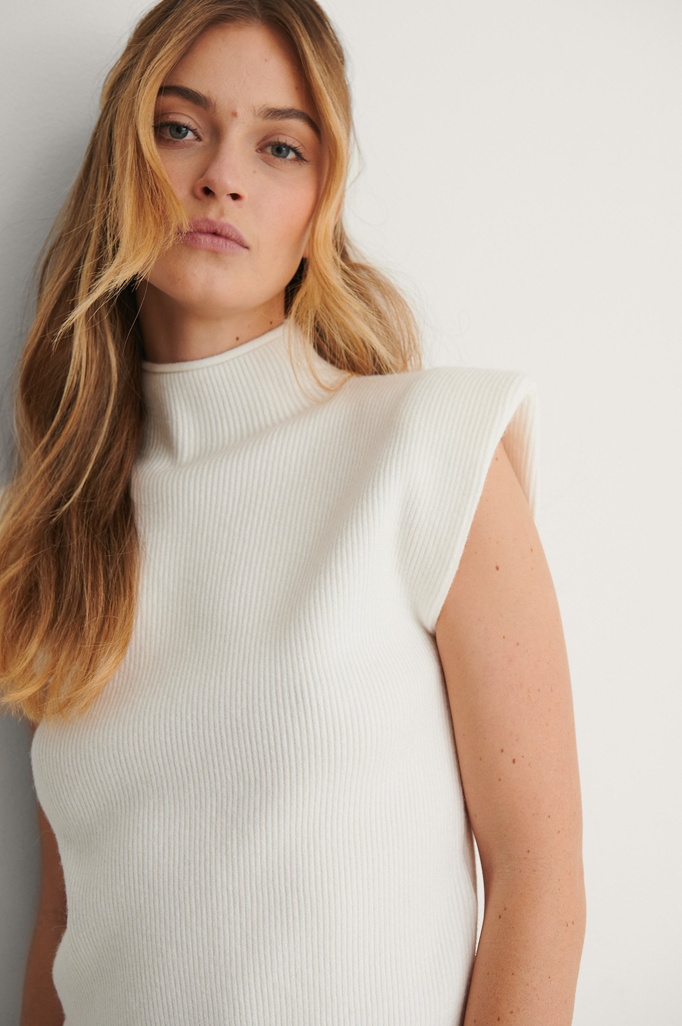 White Padded Shoulder Ribbed Knitted Top