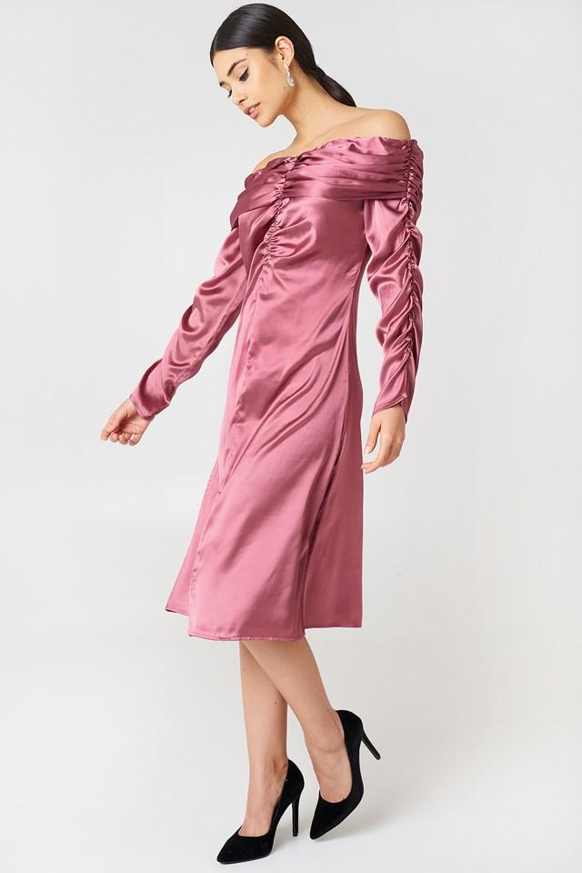 Sukienka z odkrytymi ramionami NA-KD.COM
