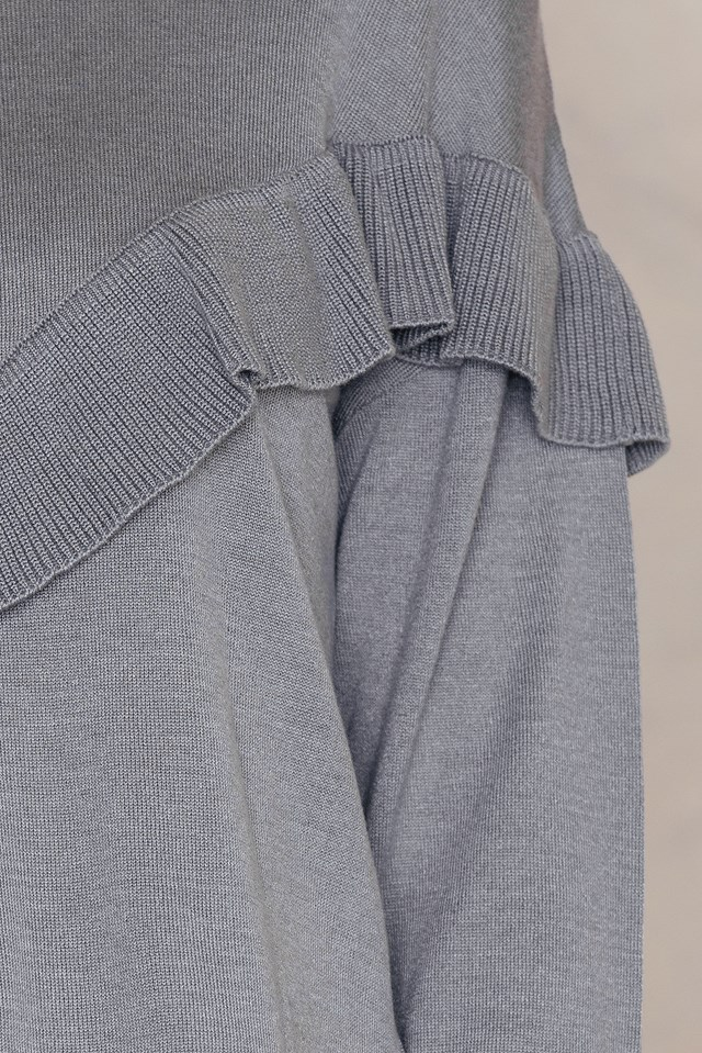 Ruffled Knitted Sweater Grey