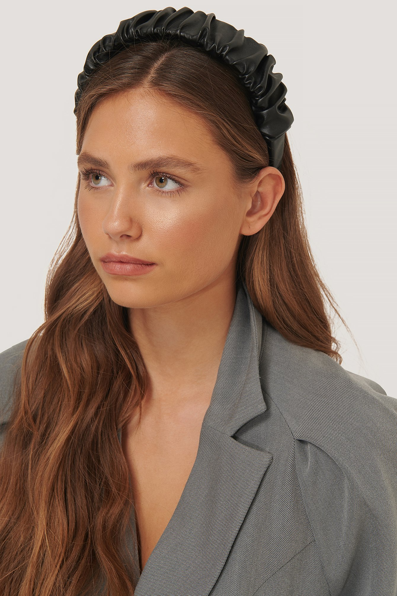 na-kd accessories -  Geraffter Pu-Haarreif - Black