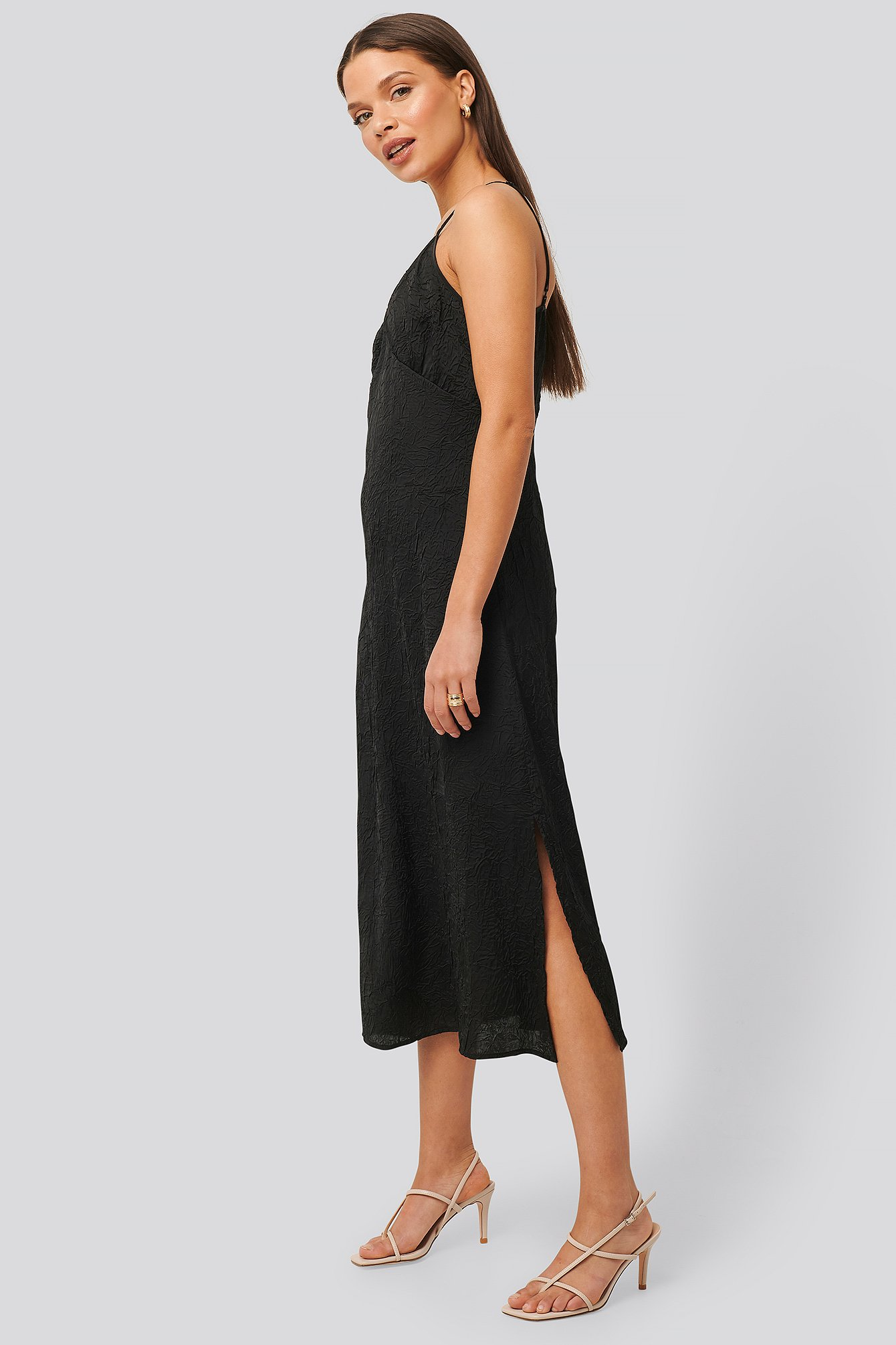 na-kd trend -  Satin Wrinkle Dress - Black