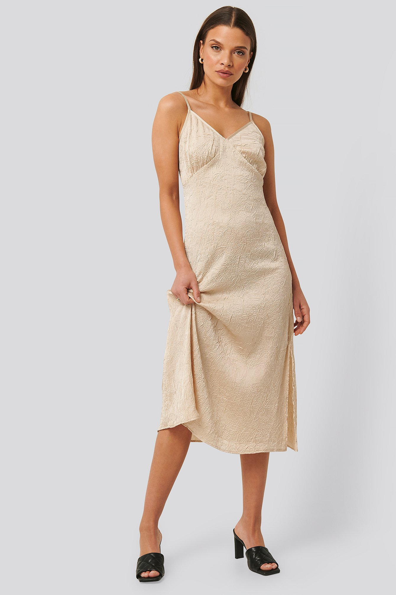 na-kd trend -  Satin Wrinkle Dress - Beige