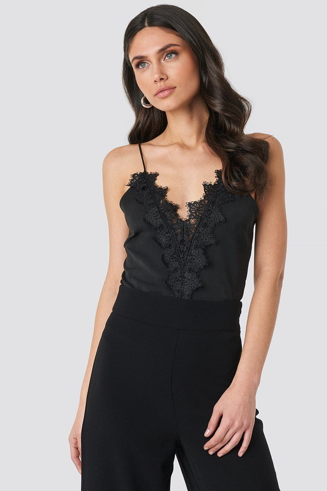 Scalloped Lace V-Neck Singlet Black