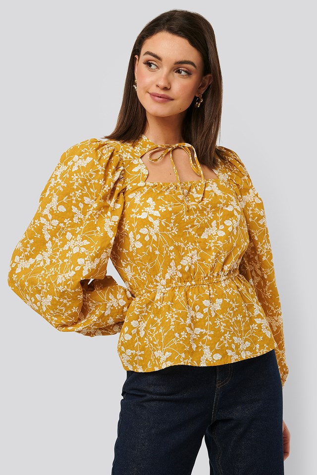 Scalloped Neckline Blouse Yellow Flower