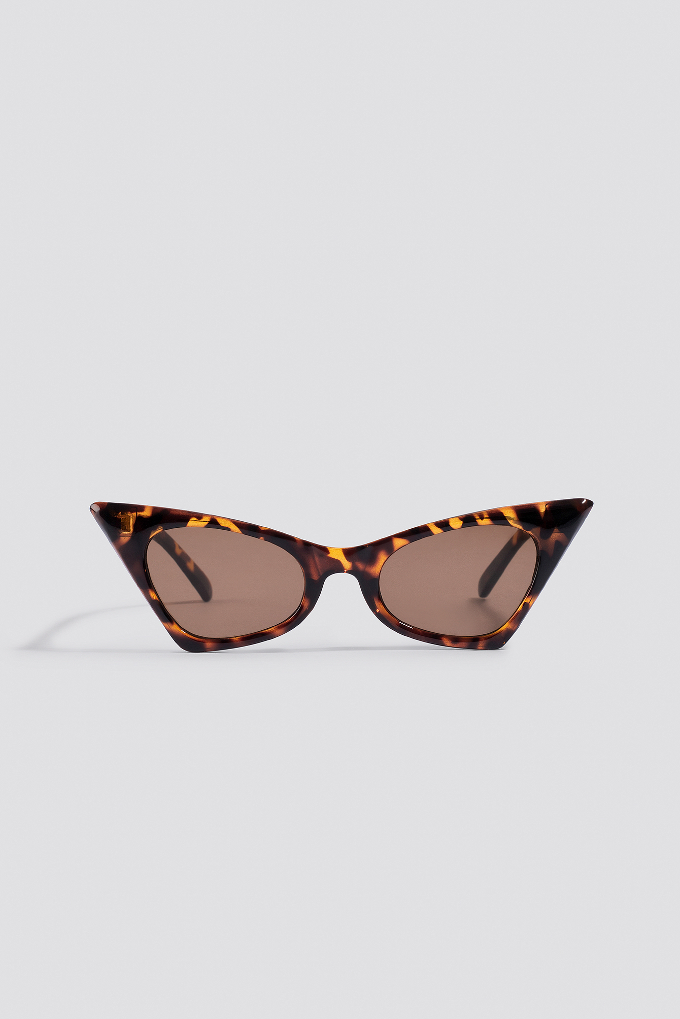 na-kd accessories -  Sharp Top Cat Eye Sunglasses - Brown