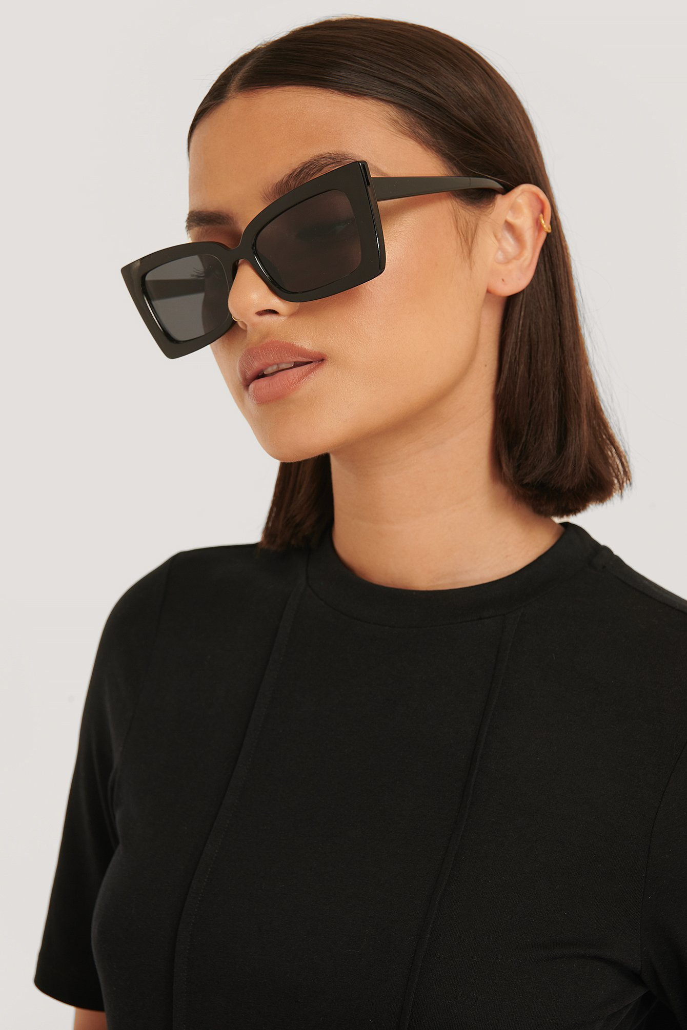 na-kd accessories -  Sonnenbrille Mit Scharfem Trapezrahmen - Black