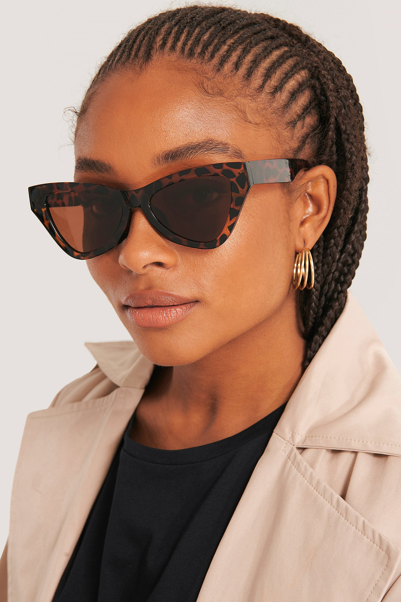 na-kd accessories -  Sharp Triangular Cateye Sunglasses - Brown