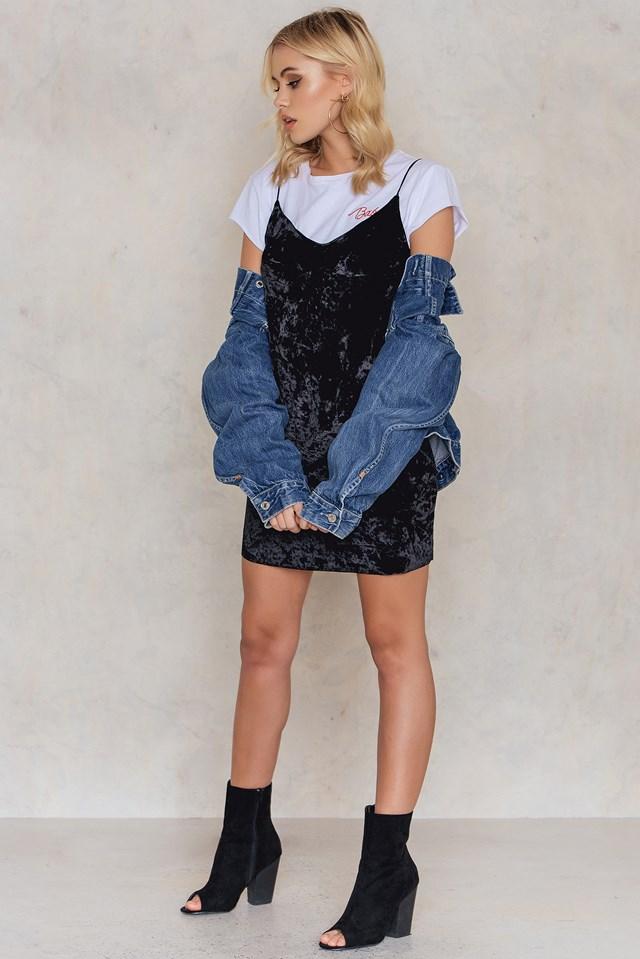 Krótka sukienka z aksamitu na cienkich ramiączkach Black