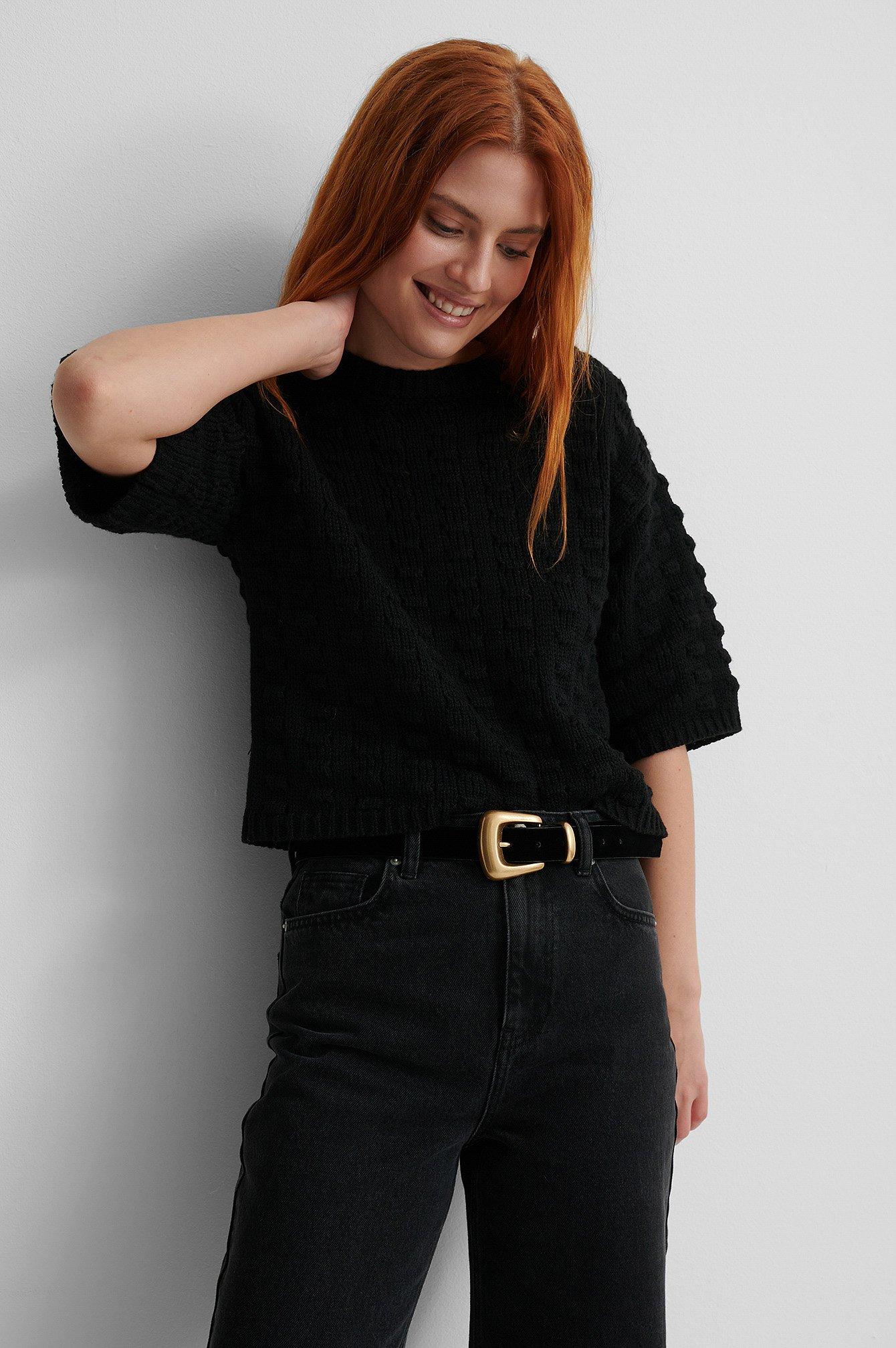 Se NA-KD Reborn Genanvendt Trøje Med Strikdetalje - Black ved NA-KD