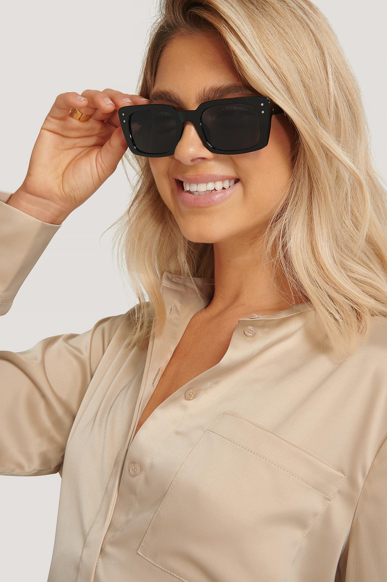 na-kd accessories -  Schmale Eckige Sonnenbrille Mit Weitem Rahmen - Black