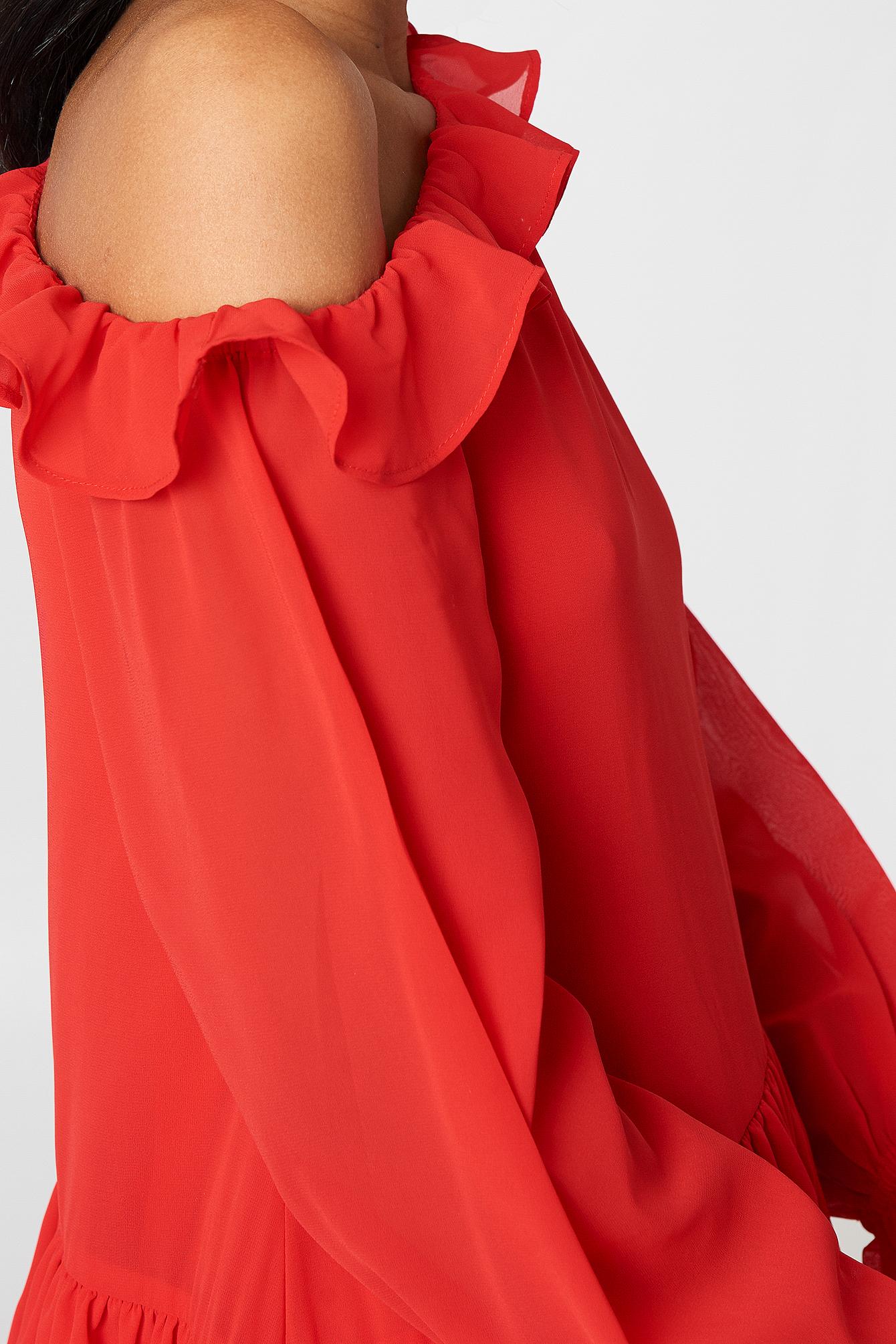 Sukienka z falbaną NA-KD.COM