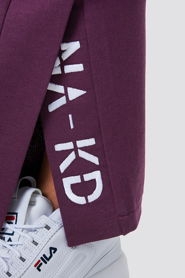 Slit Embroidery Sweatpants Bordeaux