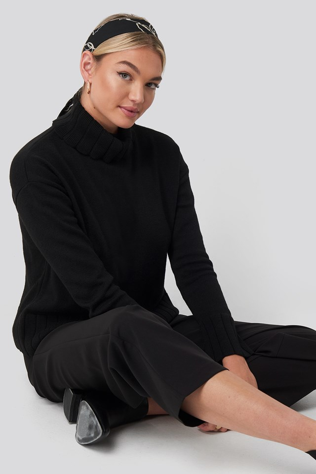 Slouchy Turtle Neck Sweater Black