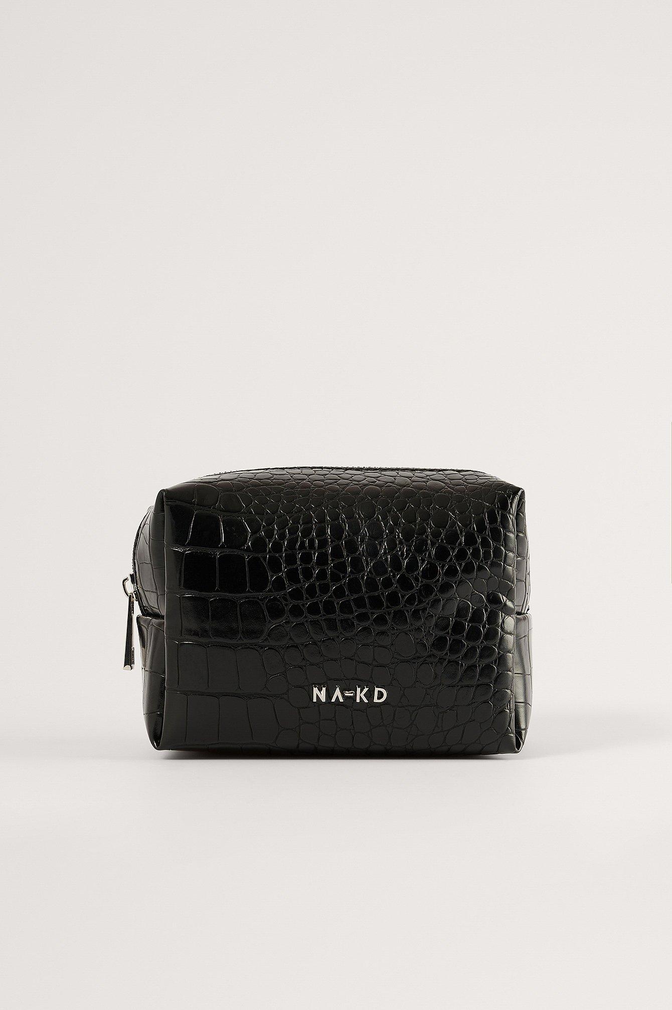 Se NA-KD Accessories Small Basic Make Up Bag - Black ved NA-KD