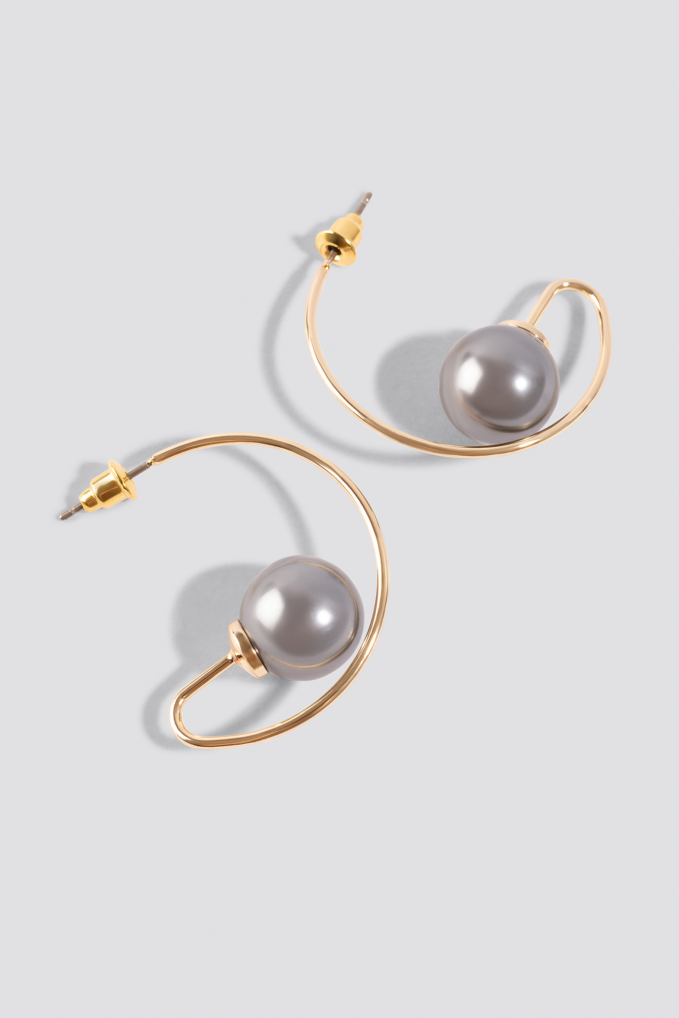 Small Bent Pearl Earrings NA-KD.COM