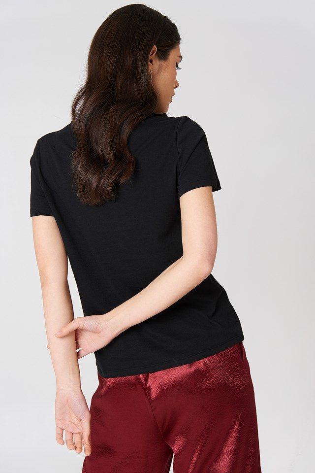 Small Chest Rose Embroidery Tee Black