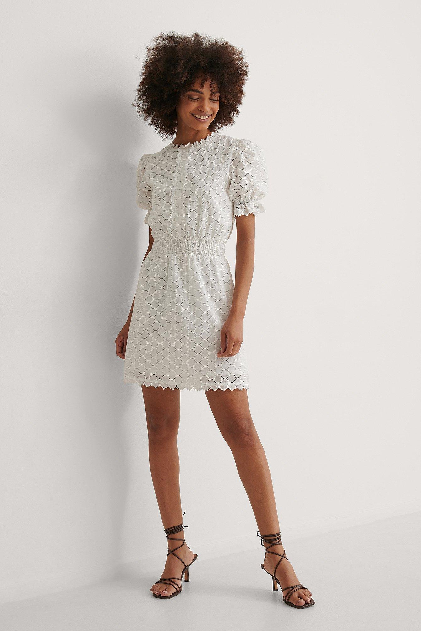 Curated Styles Miniklänning Med Smockdetalj - White