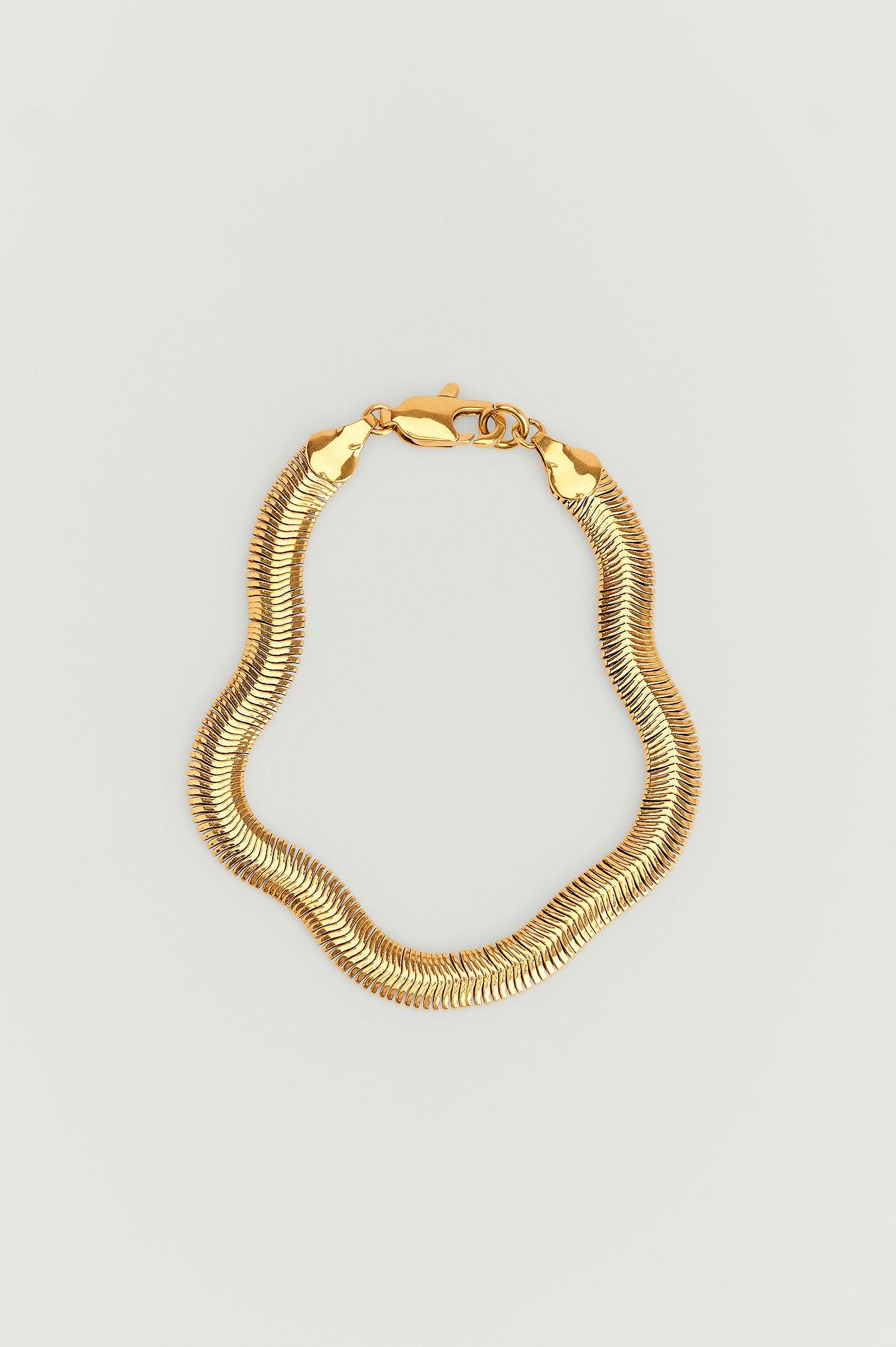NA-KD Accessories Genanvendt armbånd med guldbelægning og slangemønster - Gold