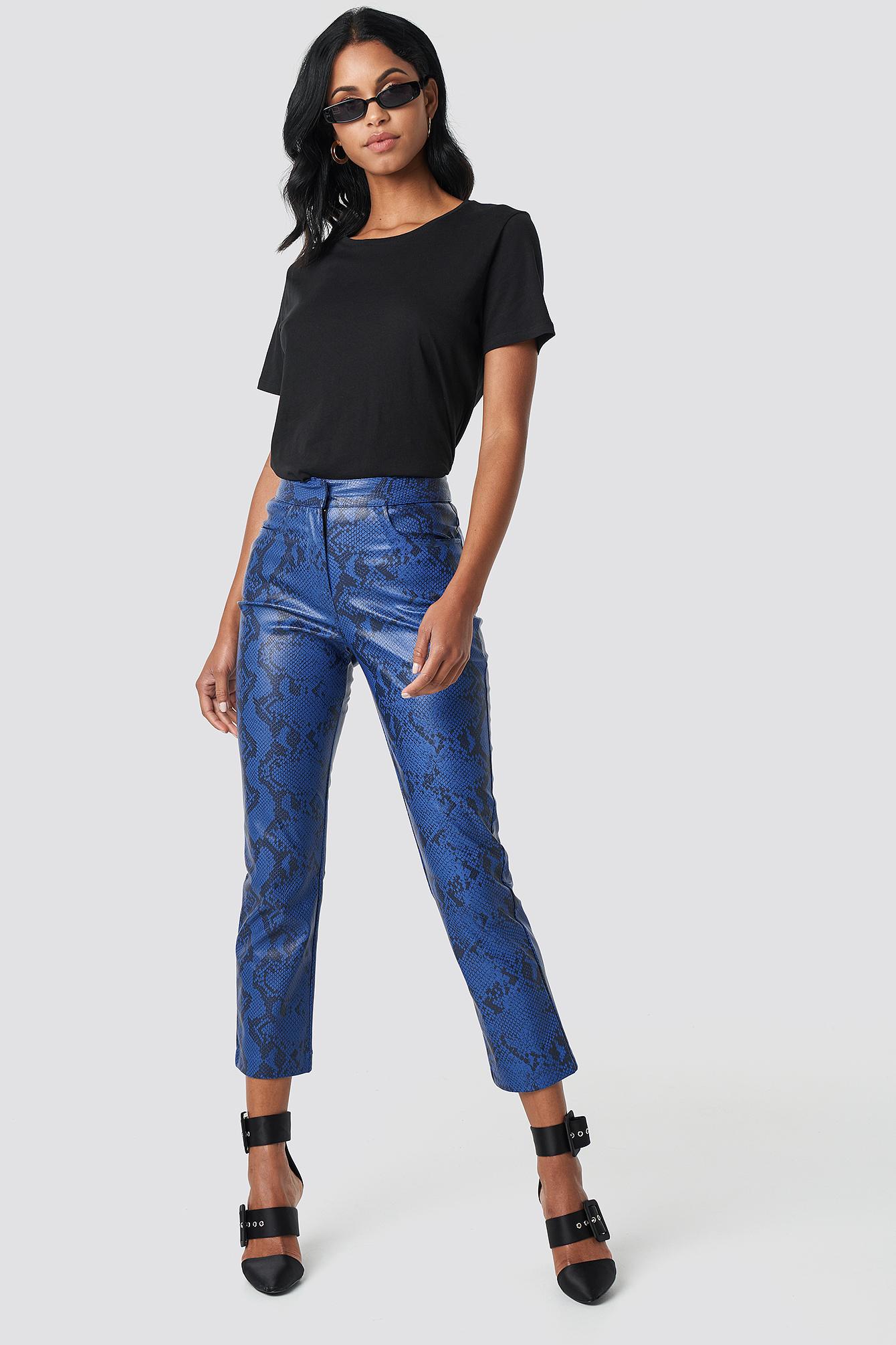 na-kd trend -  Snake Printed PU Pants - Blue