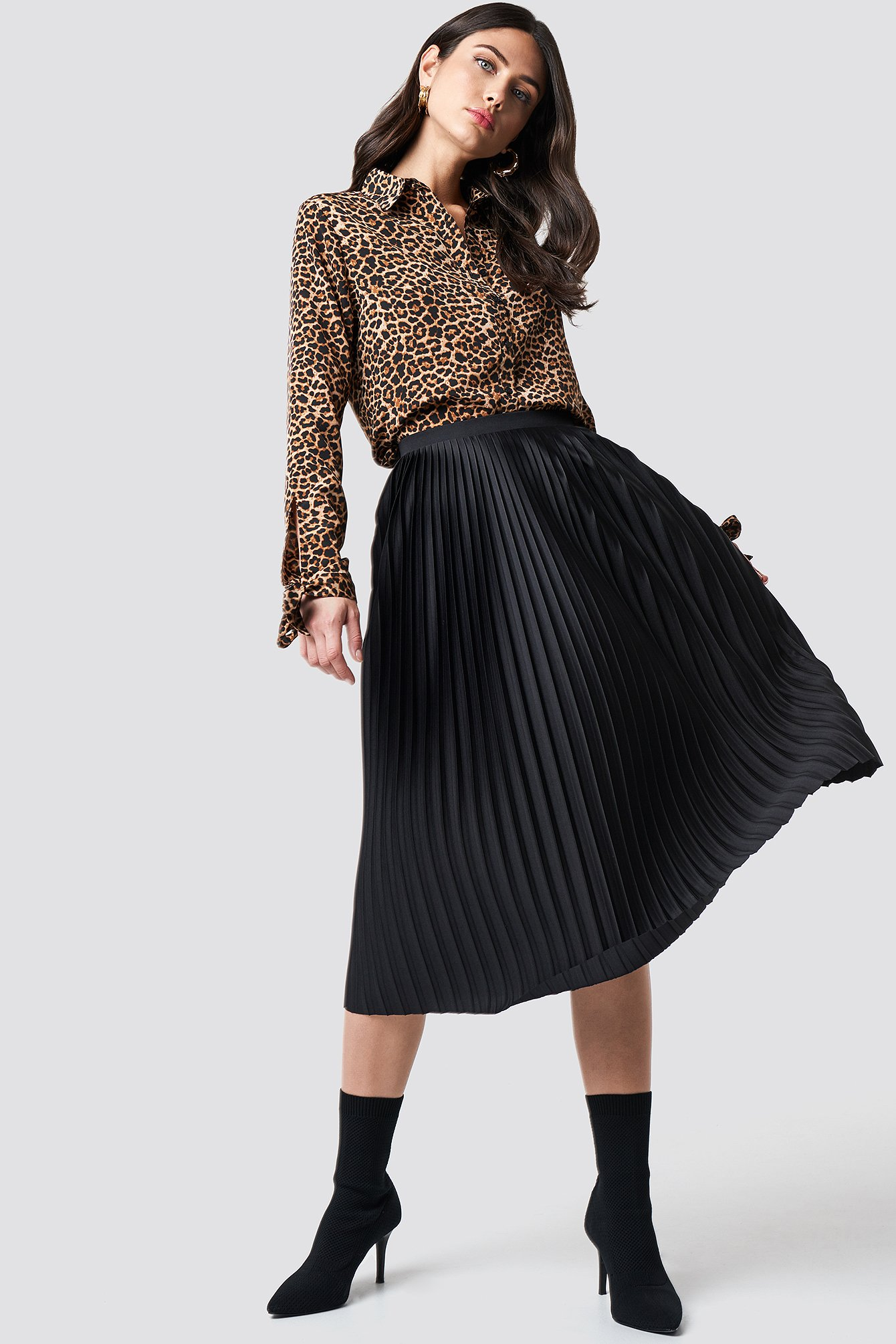 na-kd trend -  Solid Pleated Midi Skirt - Black