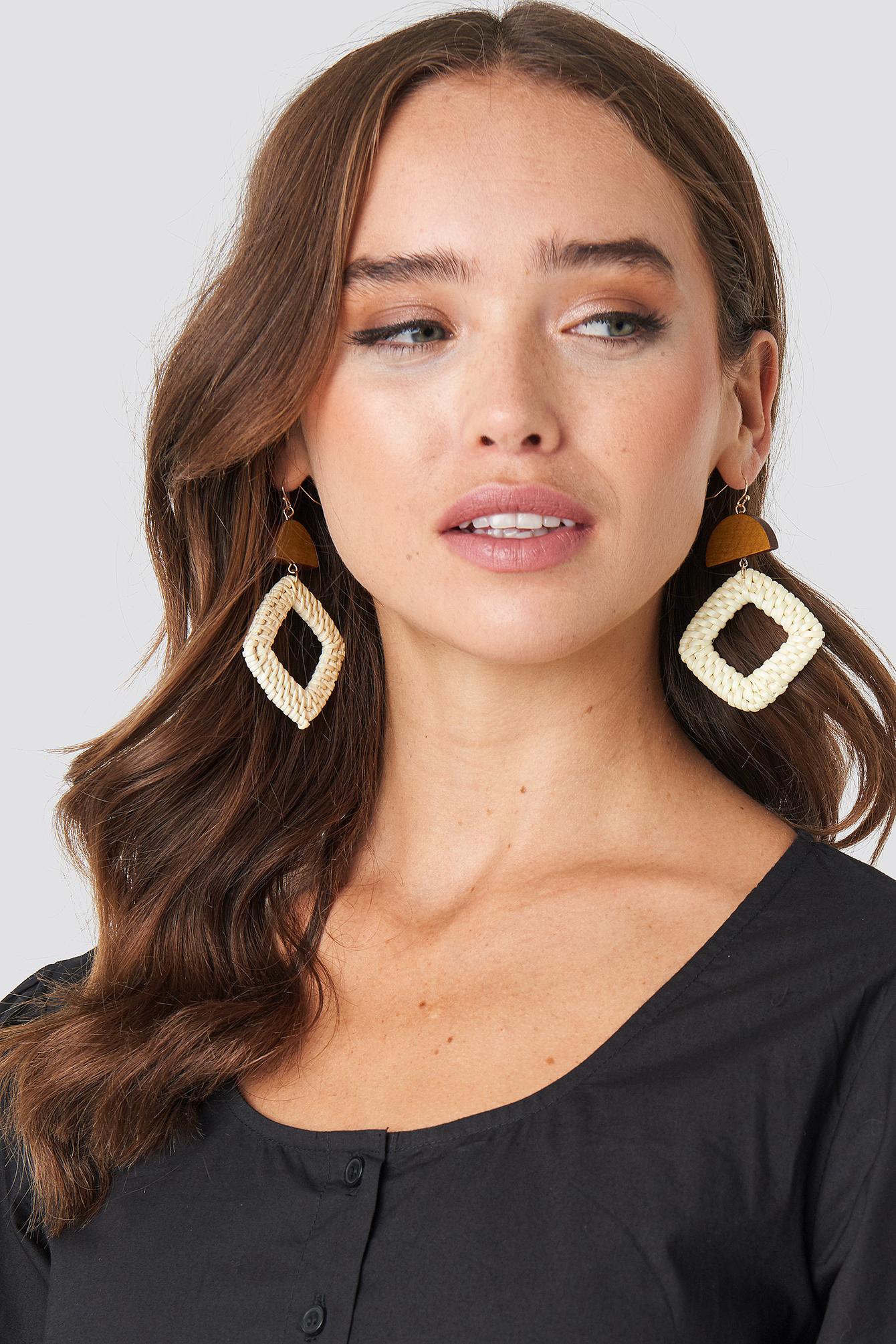 na-kd accessories -  Squared Raffia Earrings - Beige