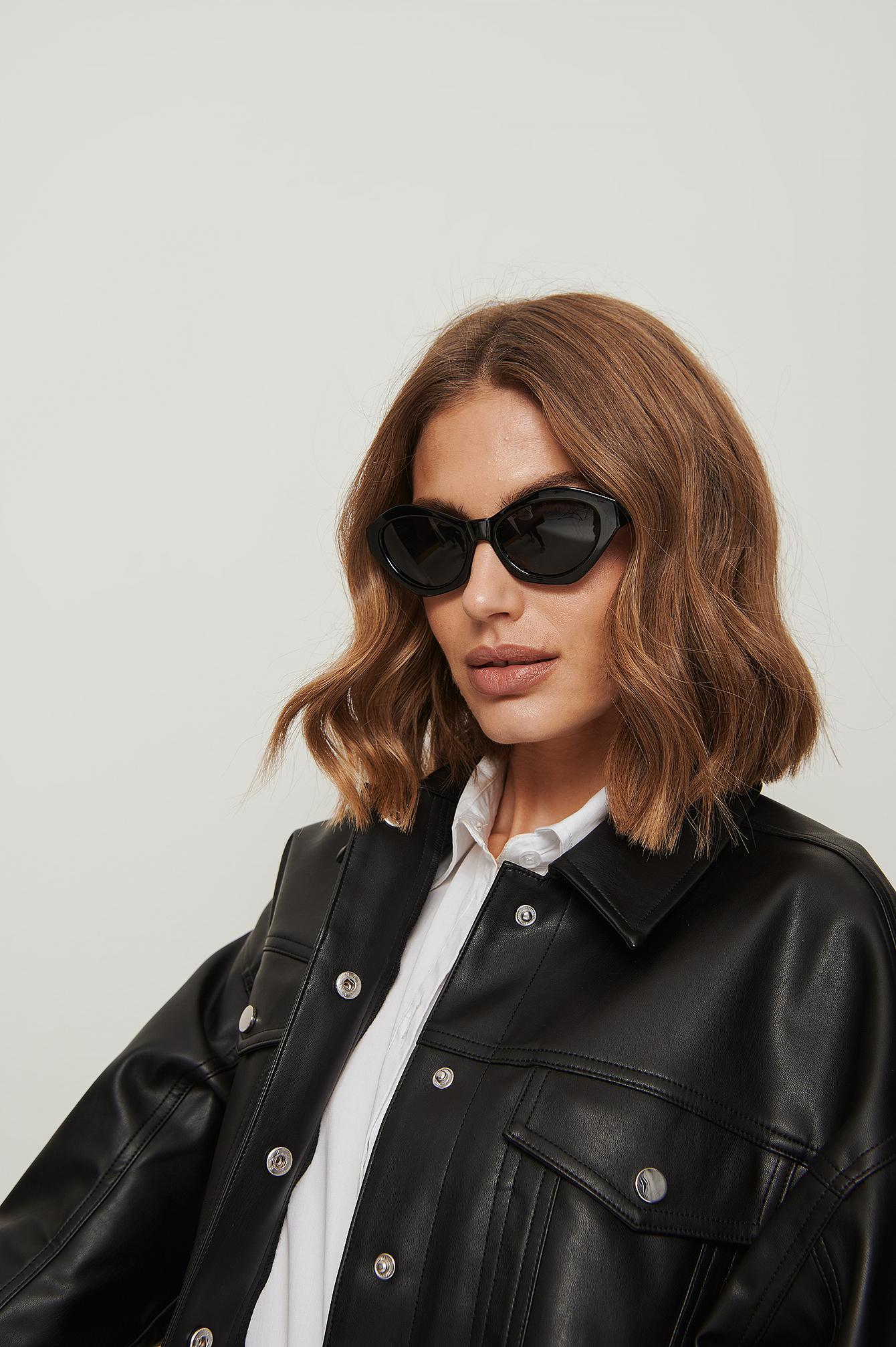 na-kd accessories -  Eckige Cateye-Sonnenbrille - Black