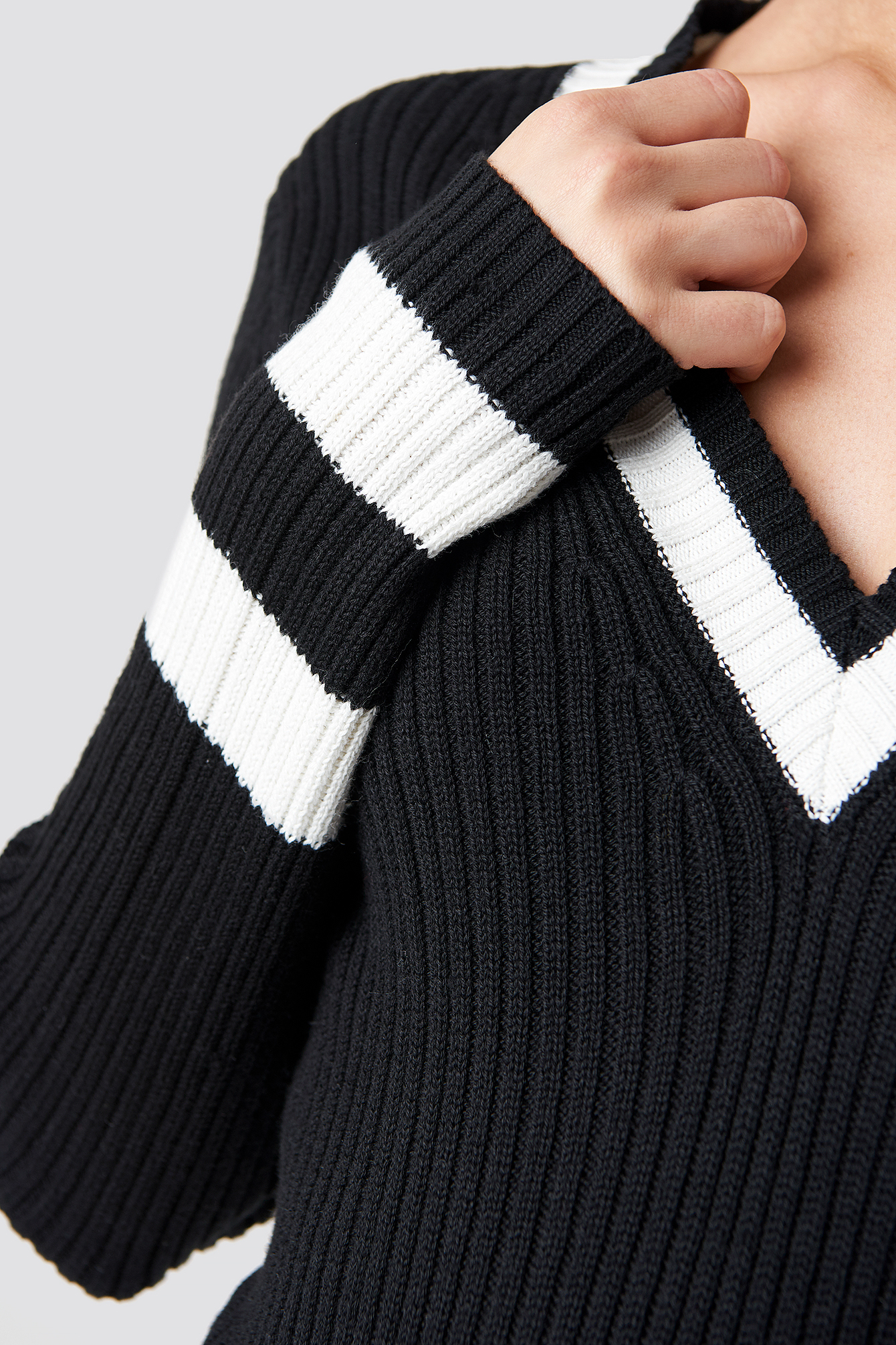Stripe Detail V-neck Sweater NA-KD.COM