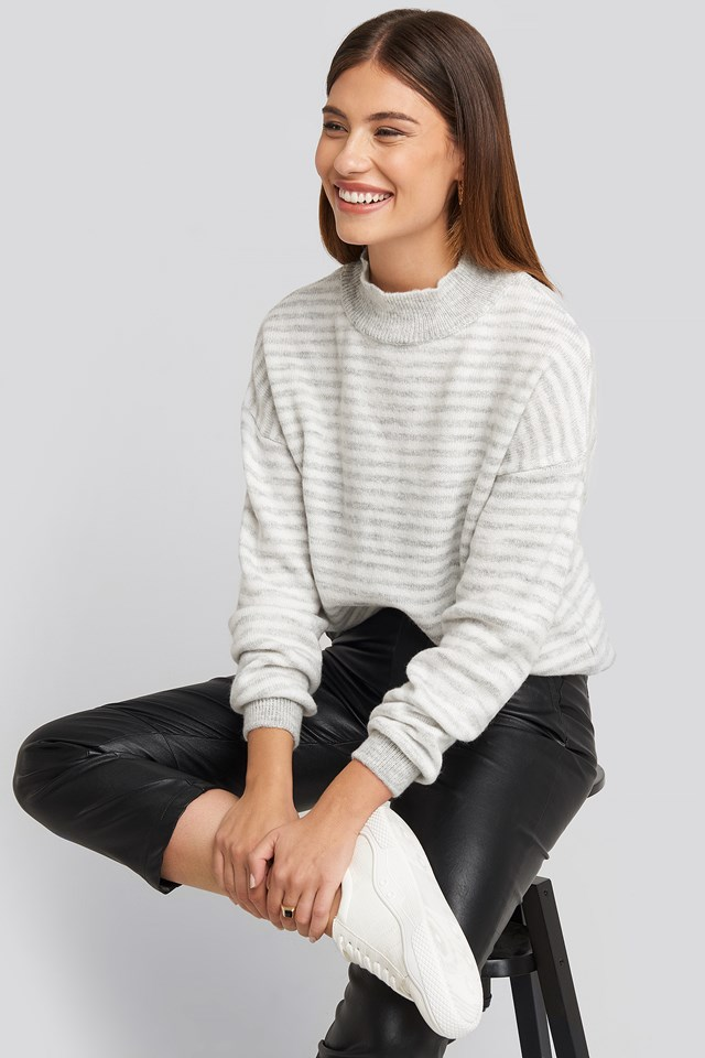 Striped Balloon Sleeve Knitted Sweater Grey/White