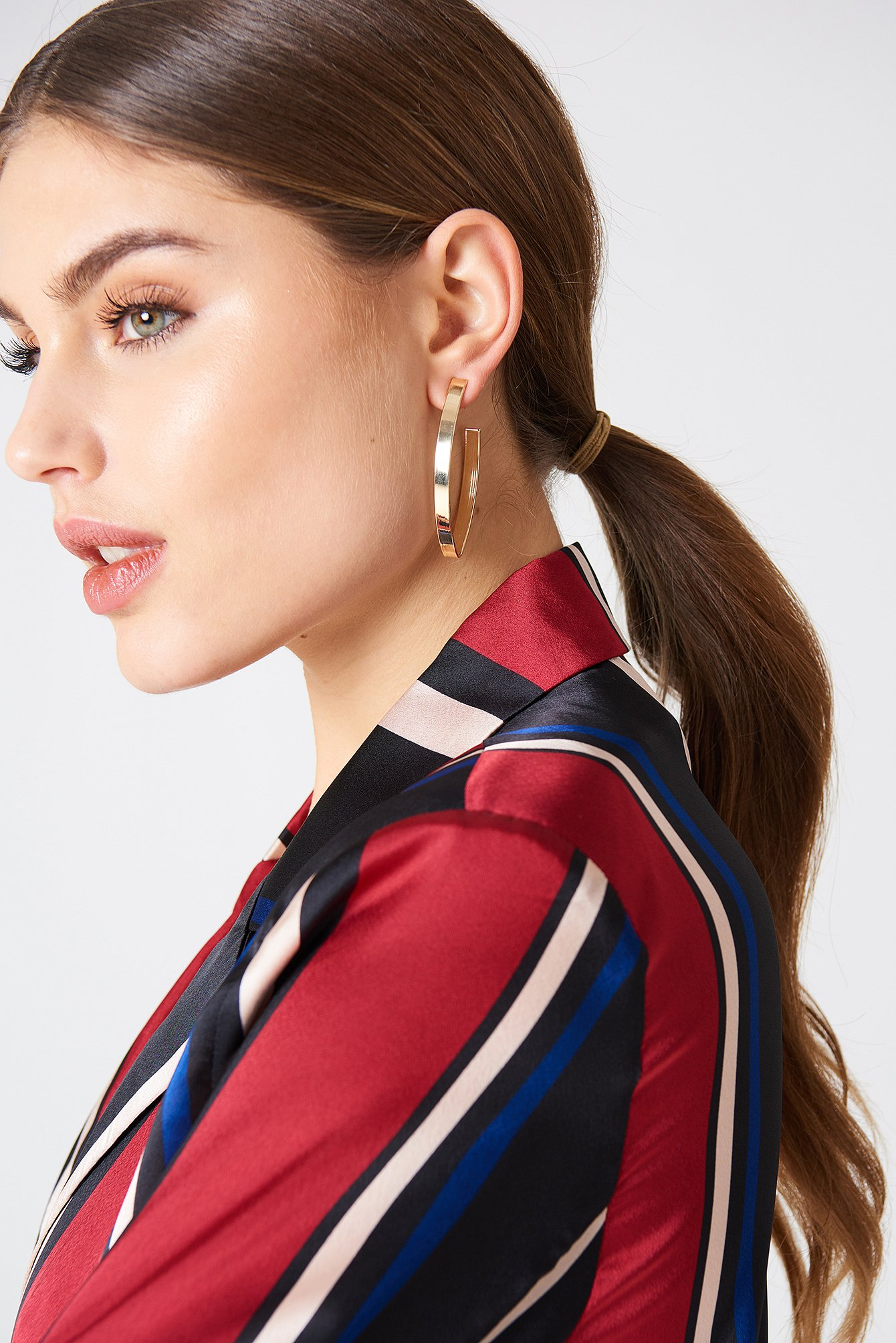 Structured V-Shaped Drop Earrings NA-KD.COM