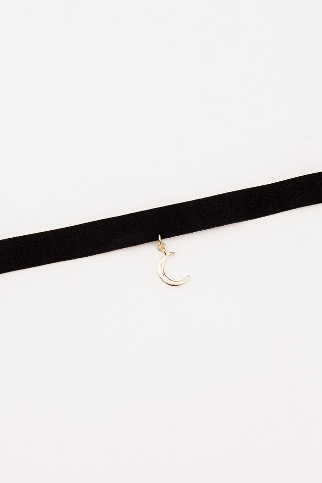 Suede Choker With Moon Pendant Black