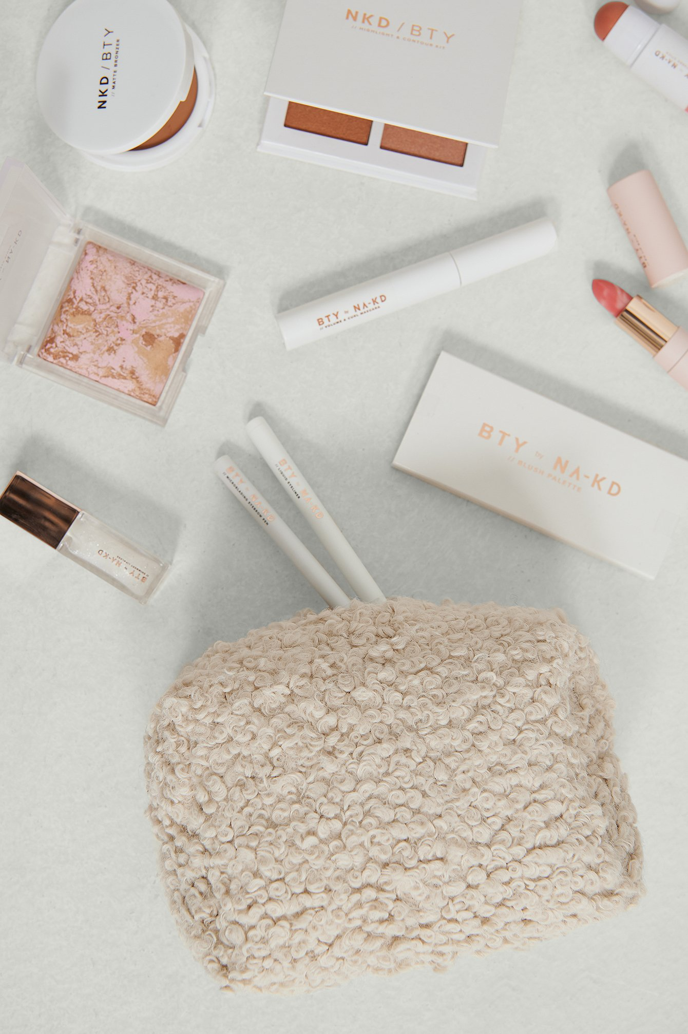 NA-KD Accessories Teddy Make Up Bag - Offwhite