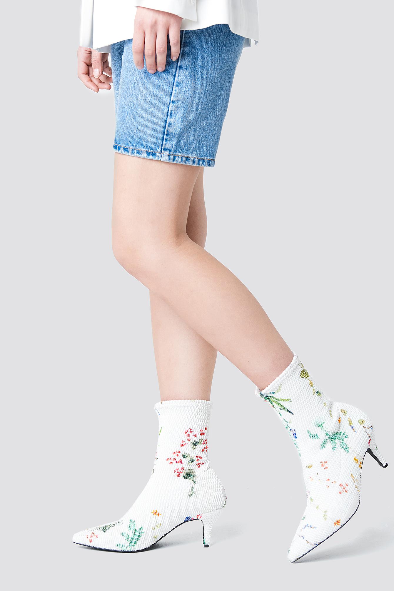 Wzorzyste buty z miękką cholewką NA-KD.COM
