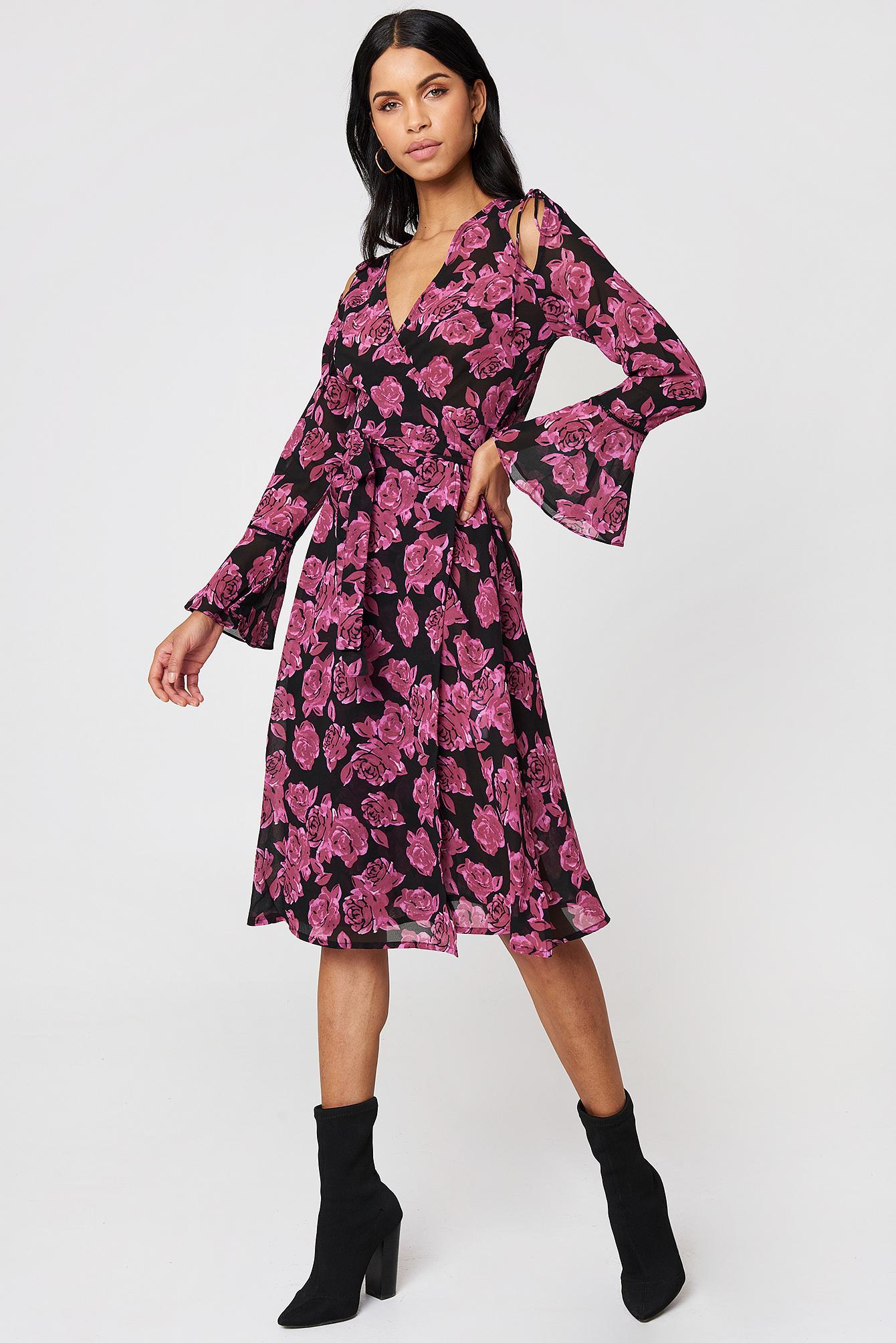 Sukienka kaftan z wiązanym rękawem NA-KD.COM
