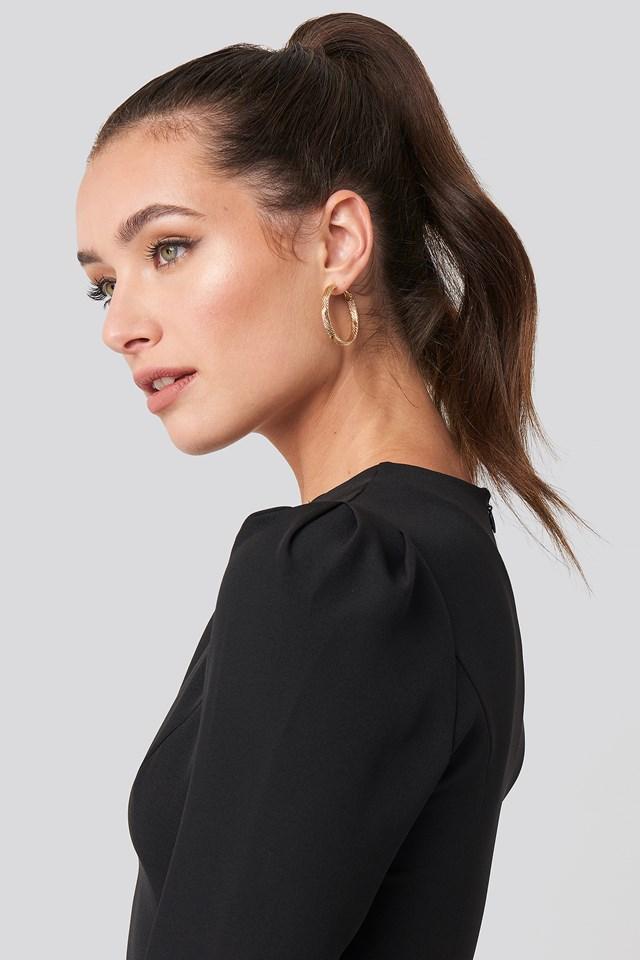 Thin Vintage Look Earrings Gold
