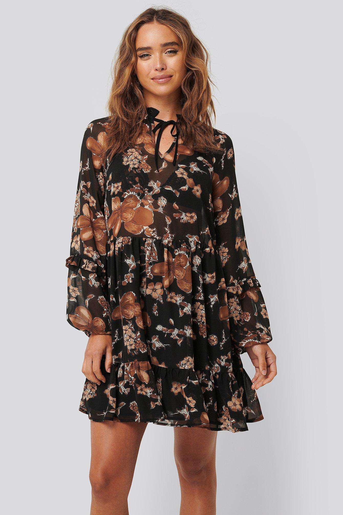 na-kd boho -  Tie Neck Flowy Mini Dress - Brown
