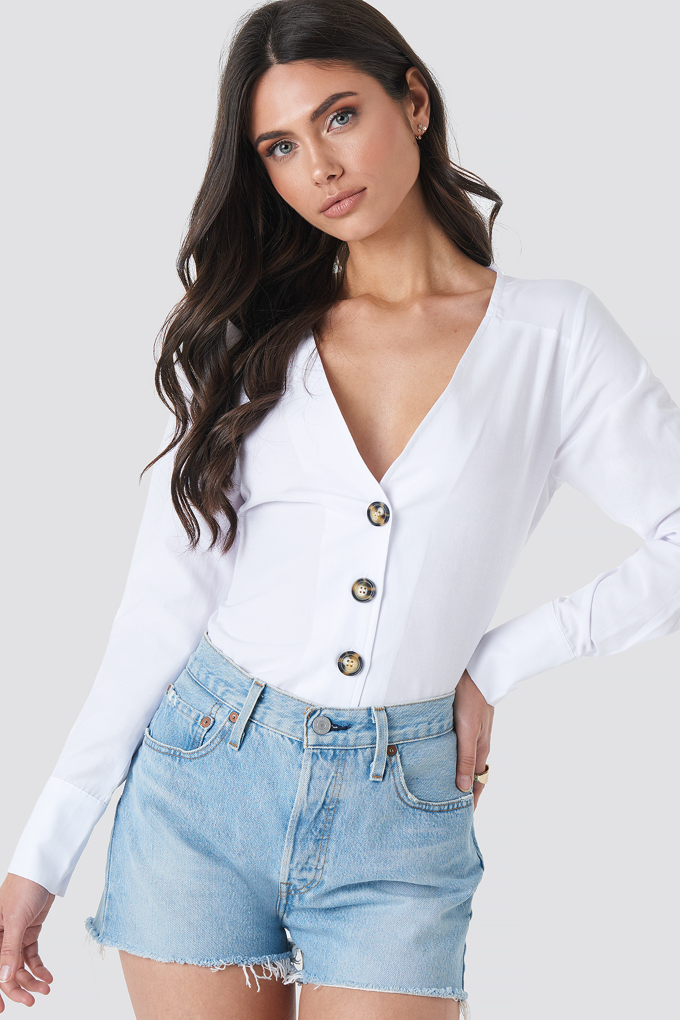 na-kd trend -  Tortoise Buttoned Blouse - White