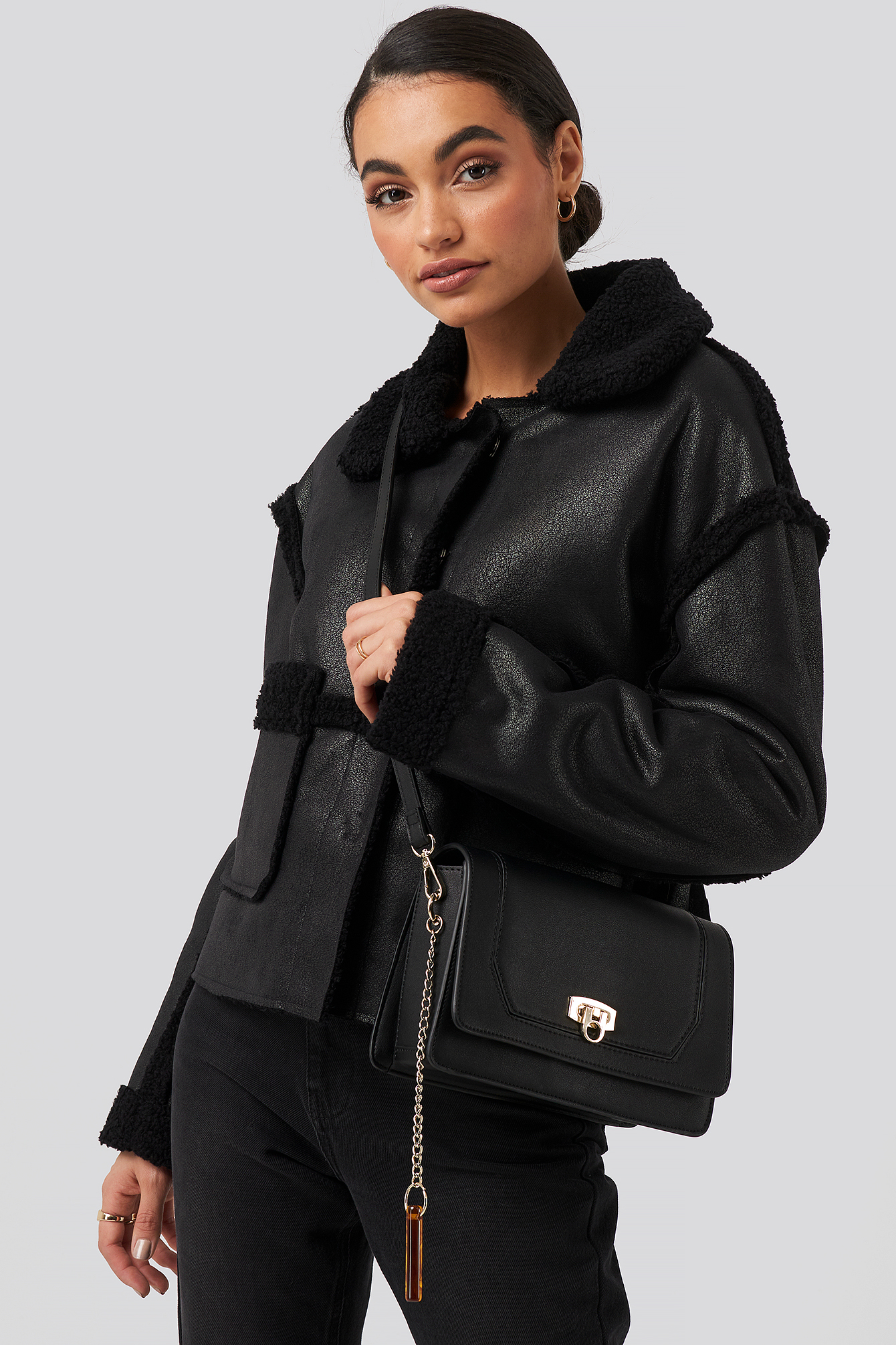 na-kd accessories -  Triangle Loop Crossbody Bag - Black