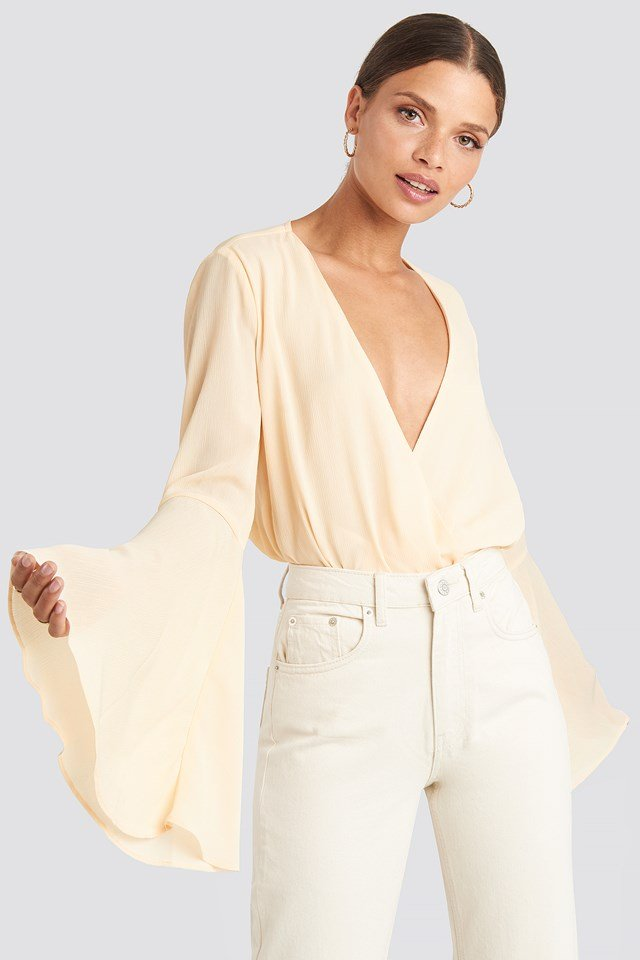Trumpeth Sleeve Overlap Body Beige