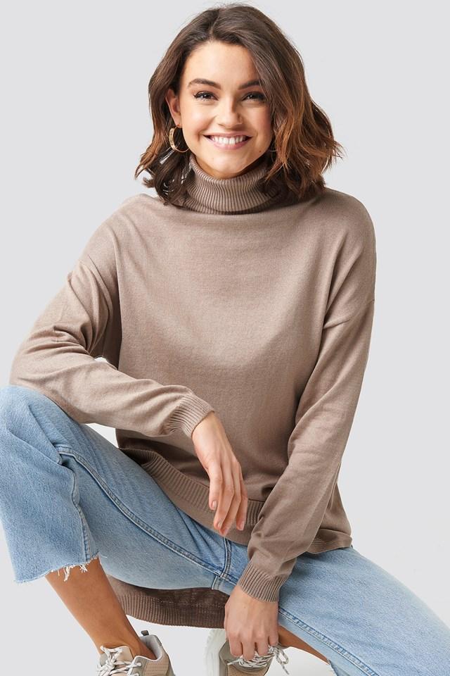 Turtle Neck Long Sweater Beige