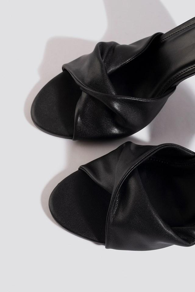 Twist Vamp Heel Sandal Black