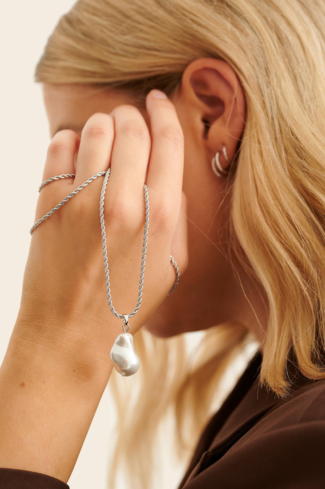 NA-KD Accessories Snoet Perlehalskæde I Genanvendt Materiale - Silver