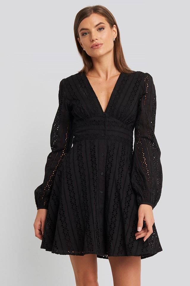 V-Neck Anglaise LS Mini Dress Schwarz | na-kd.com