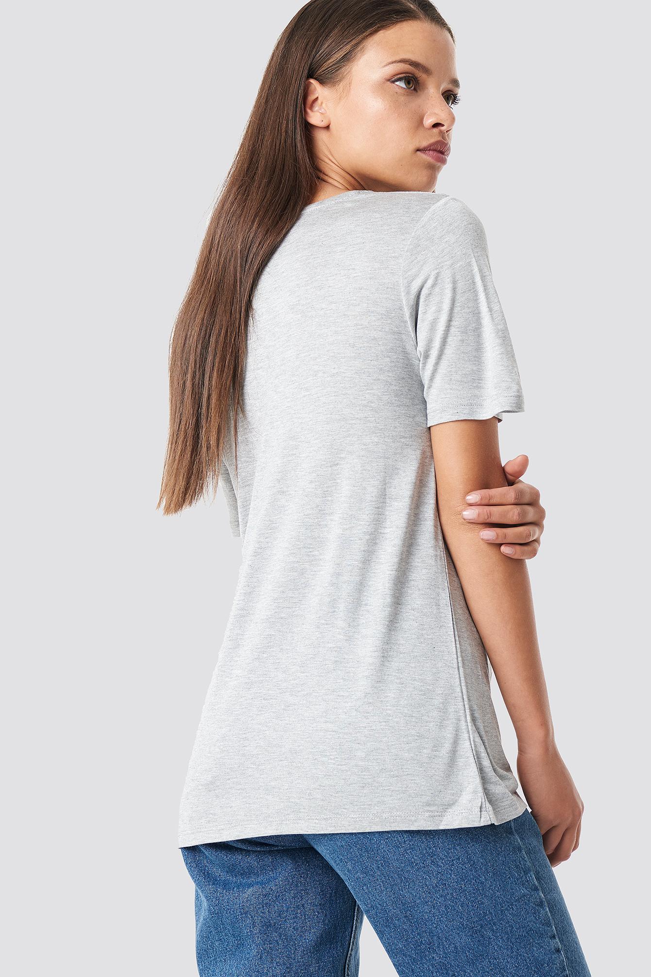 T-shirt basic z dekoltem V NA-KD.COM