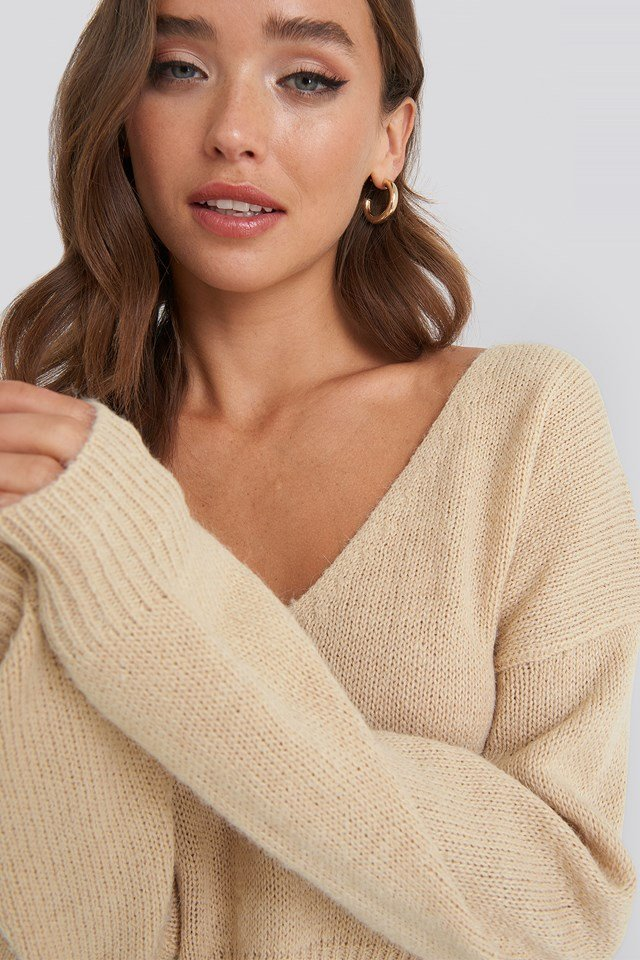 V-neck Cropped Knitted Sweater Beige