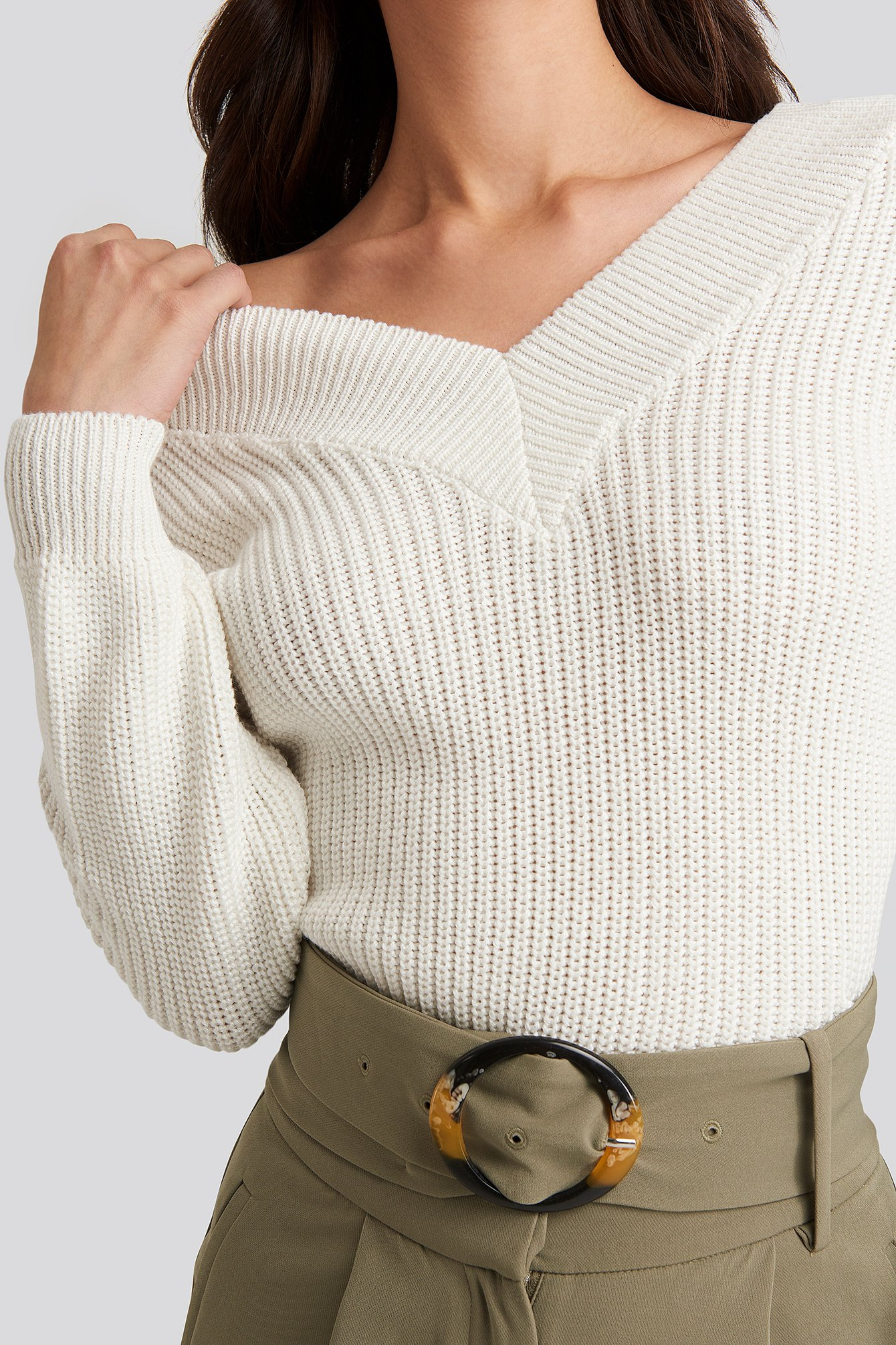 Offwhite V-Neck Wide Rib Knitted Sweater